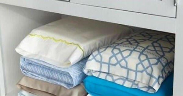 подушки на полке