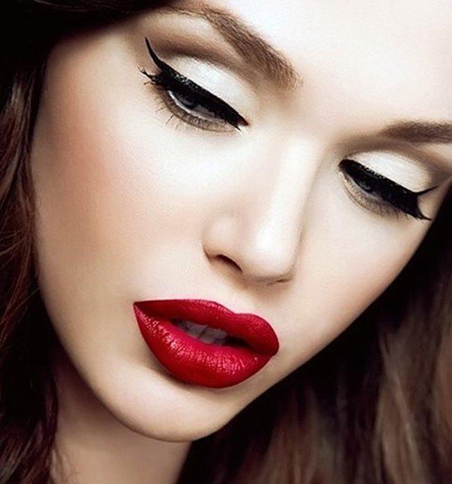 10 ошибок в макияже, которые делают старше