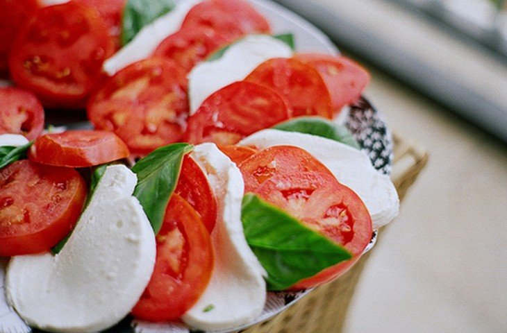 томаты с сыром