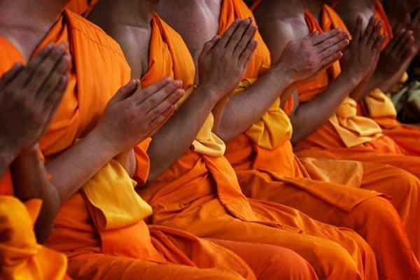 буддисты молятся