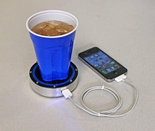 стакан и телефон