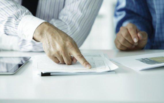 лист бумаги на столе
