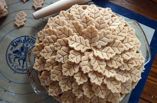 пирог с листиками из теста