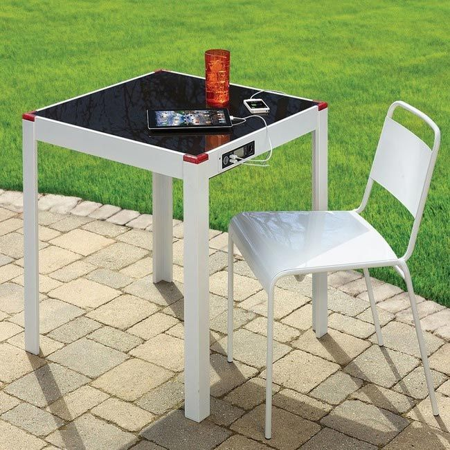 стол с солнечной батареей