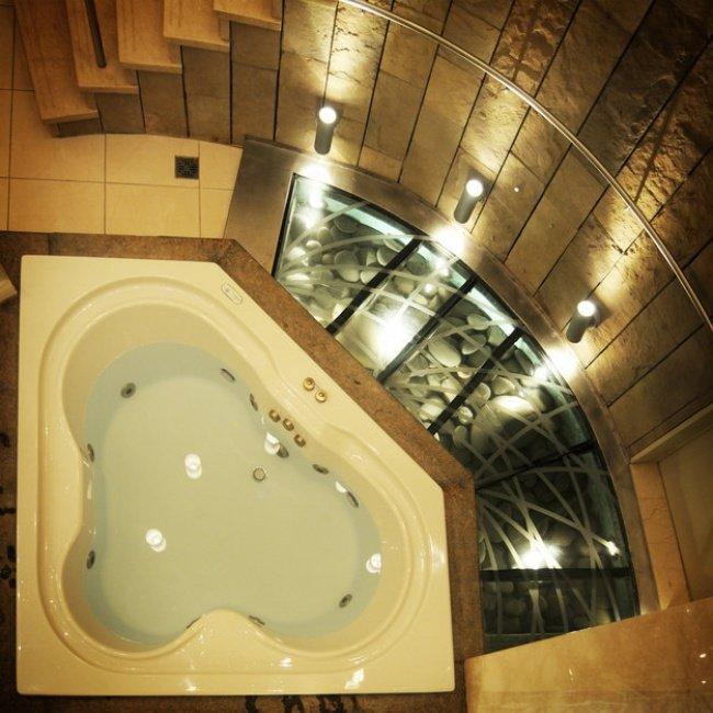 прозрачный пол в ванной