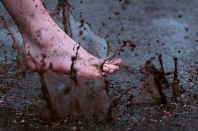 нога в болоте