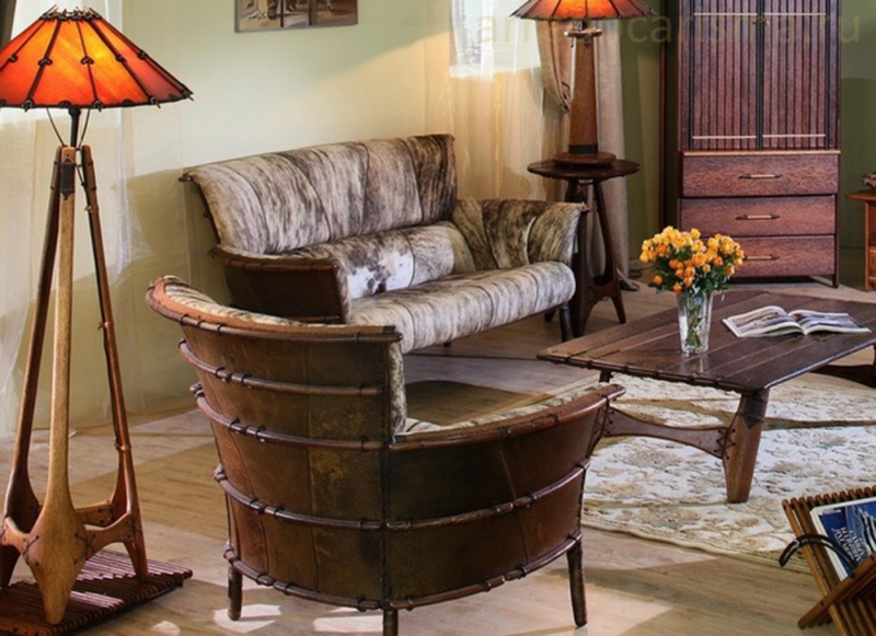 кресла, стол и торшер