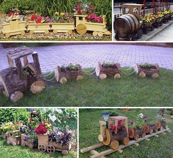деревянный поезд в саду