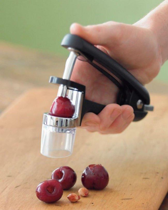 прибор для отделения от ягод
