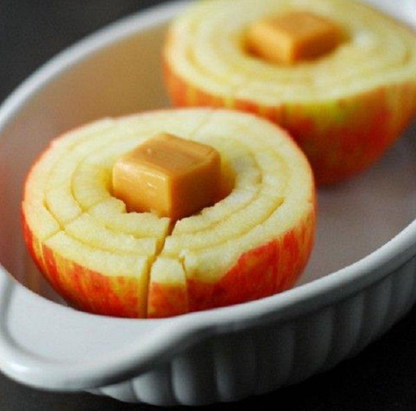 запеченное в карамели яблоко