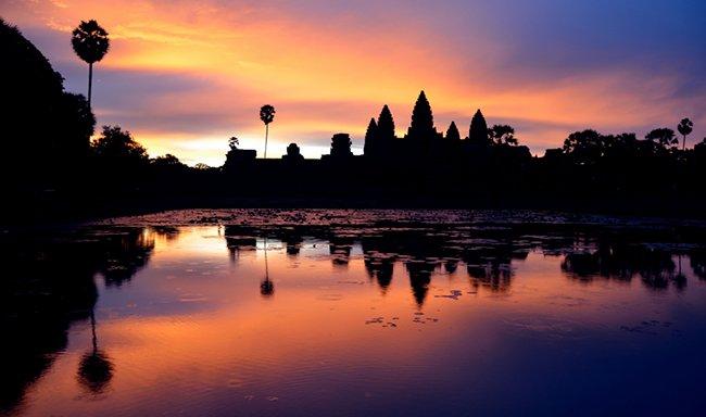 восход солнца над Ангкор-Ват