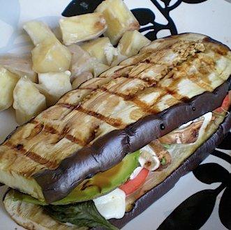 сэндвич из баклажанов на гриле