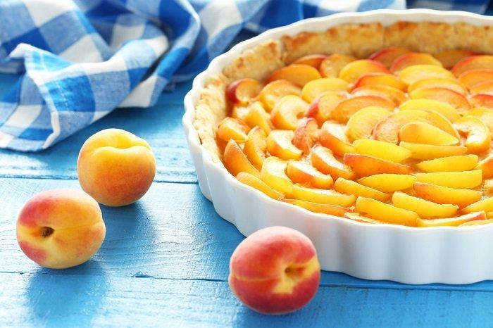 пирог с абрикосами из слоеного теста