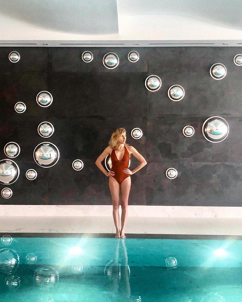 Актрисы в купальниках