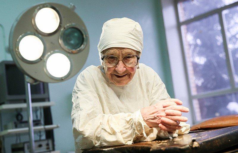 старейший хирург