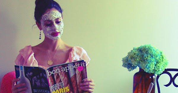Англичанки знают толк в уходе за собой: древний рецепт омолаживающей маски для лица.