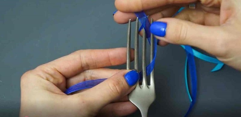 как сделать маленький бантик с помощью вилки