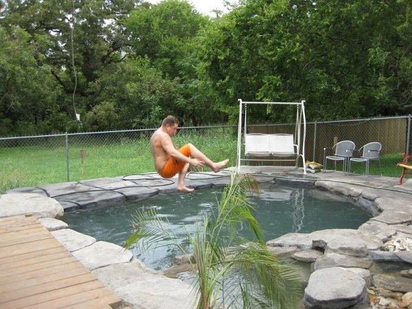 Как сделать бассейн на участке своими руками видео
