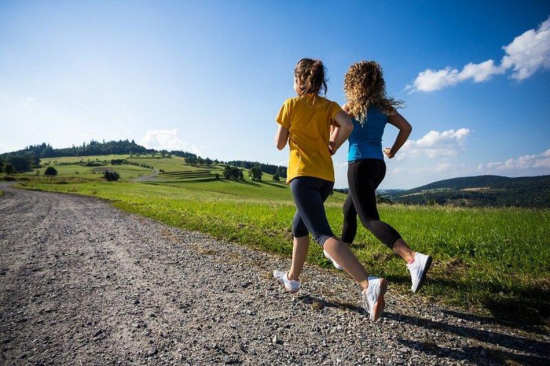 Различия между бегом и быстрой ходьбой Здоровье
