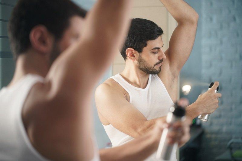как убрать белые пятна от дезодоранта на одежде