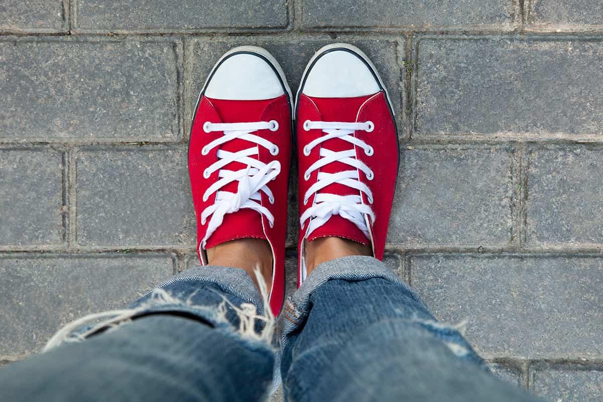 Как без труда отстирать белые шнурки и вернуть им прежнюю белизну