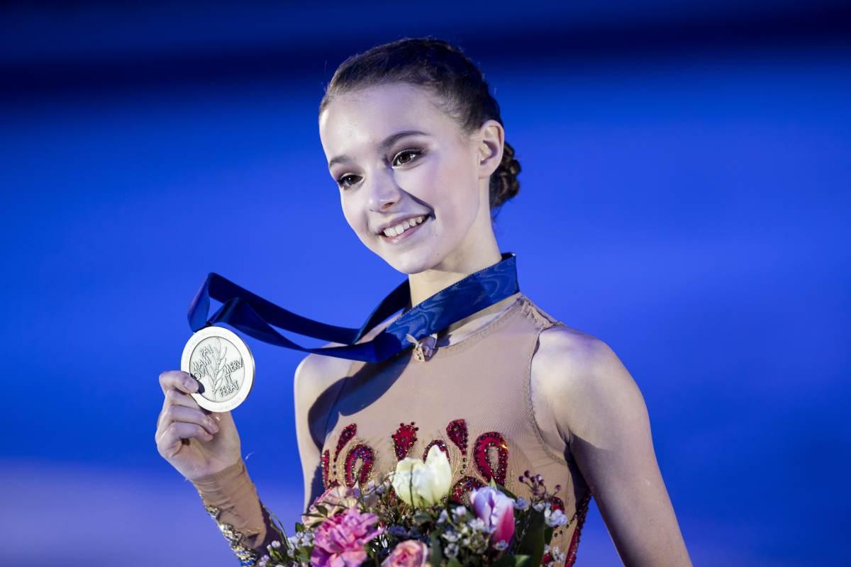 На что тратит свои гонорары самая молодая трехкратная чемпионка России по фигурному катанию Анна Щербакова