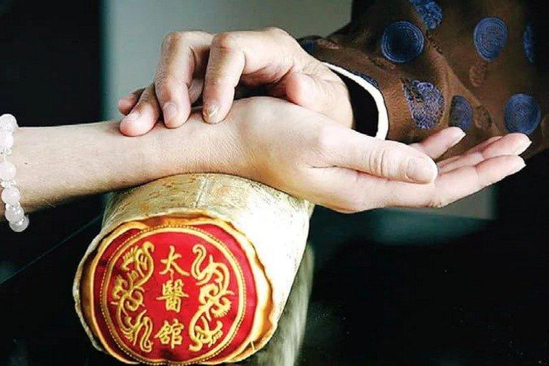 «Точка Конфуция» — место особой силы на теле человека! Если стимулировать эту точку в течение 5 минут, то…