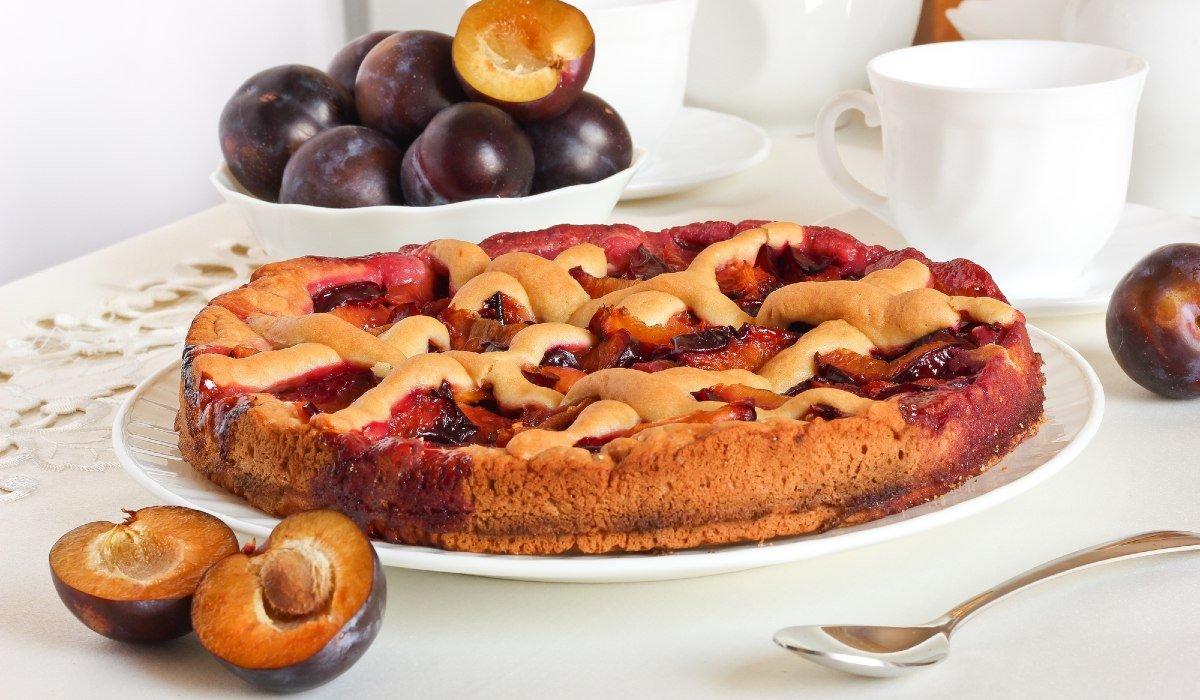 Бисквит с фруктами