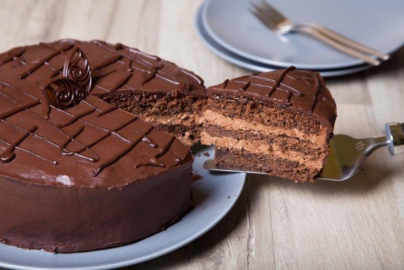 Способ приготовления шоколадного торта со сгущенкой