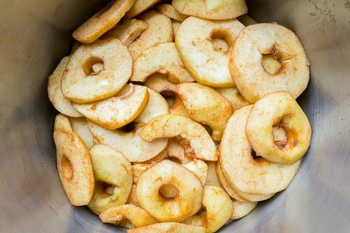 Инструкция по приготовлению рваных блинов с яблоками и изюмом Кулинария,Блины,Выпечка,Десерты,Идеи,Кухня,Питание,Праздники