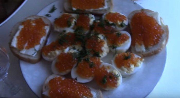 яйца с красной икрой