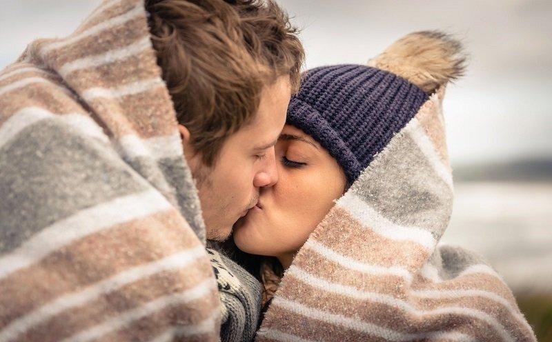 почему нельзя целоваться с парнем в губы
