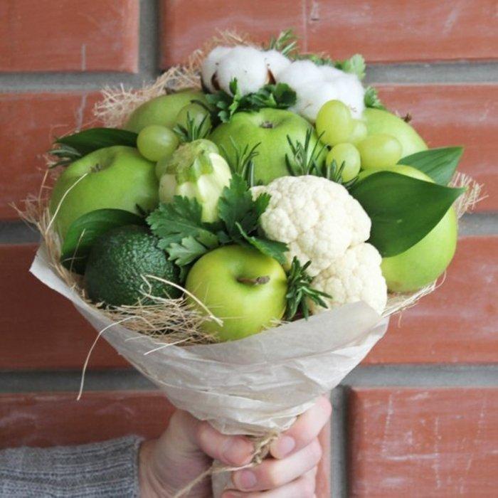 зеленый букет с яблоками