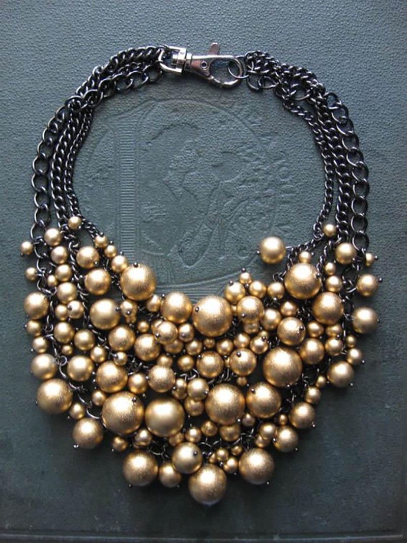 жемчужное ожерелье с цветком