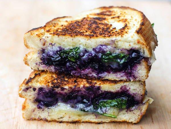 бутерброд с голубикой