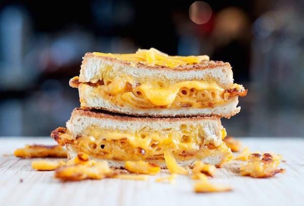 бутерброд с макаронами