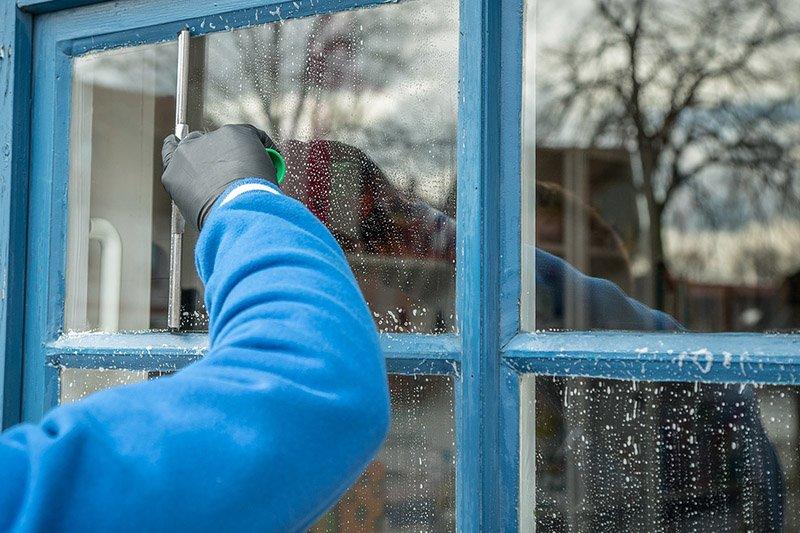 чем мыть стекла