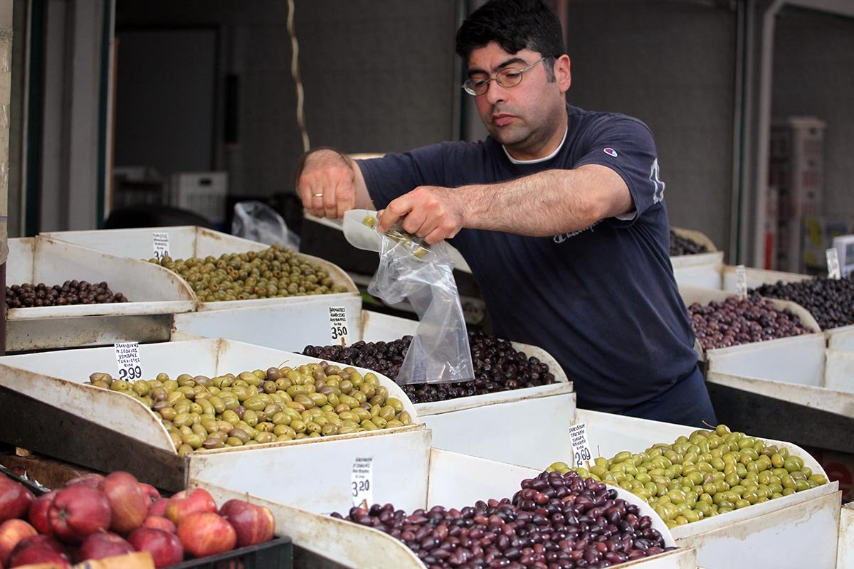 Повар с прозвищем «ходячая энциклопедия» рассказывает, почему маслины равны оливкам