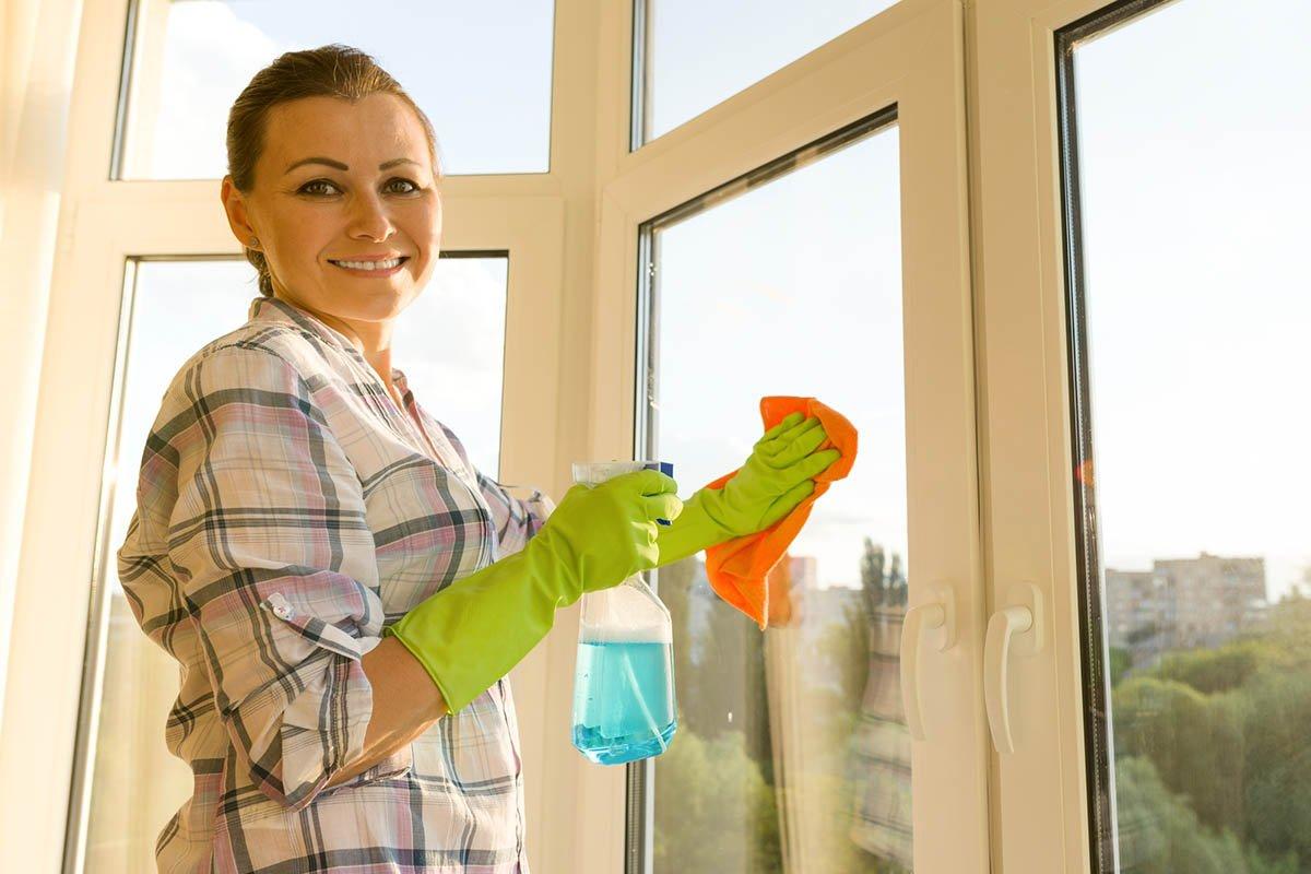 Мамин способ отмыть дочиста оконные рамы и системы раздвижных дверей от грязи, что накопилась за зиму поверхность, отмыть, самое, грязи, средство, можно, грязь, всего, средства, раздвижных, просто, дверей, химией, Просто, способ, больше, времени, лучше, бытовой, придется