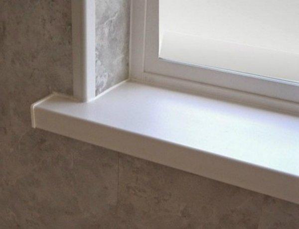 пластиковое окно с подоконноком