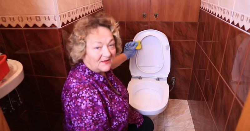 spláchnite toaletu
