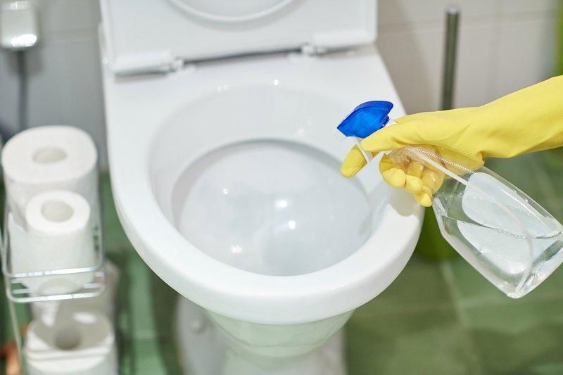 toaletu očistite sódou a octom