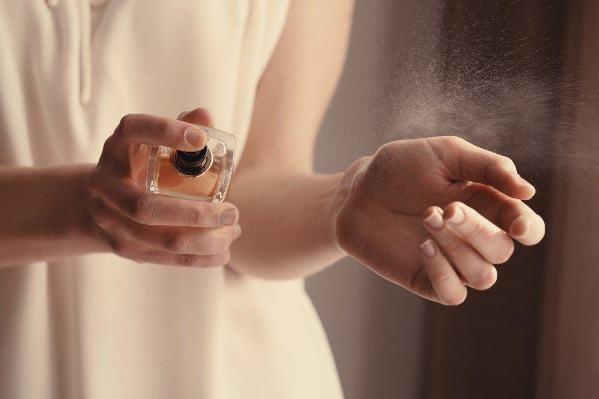 Чем пахнуть женщине, чтобы мужчина вдыхал ее аромат часами Вдохновение,Советы,Ароматы,Женственность,Женщины,Запахи