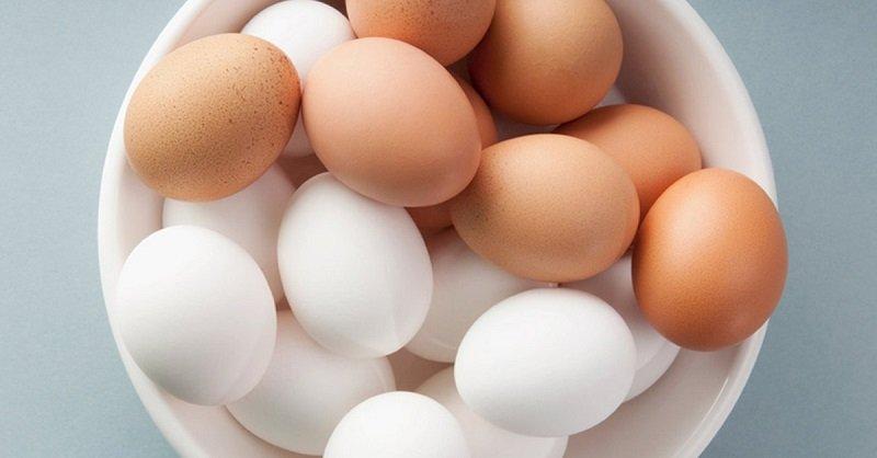 чем отличаются белые и коричневые яйца