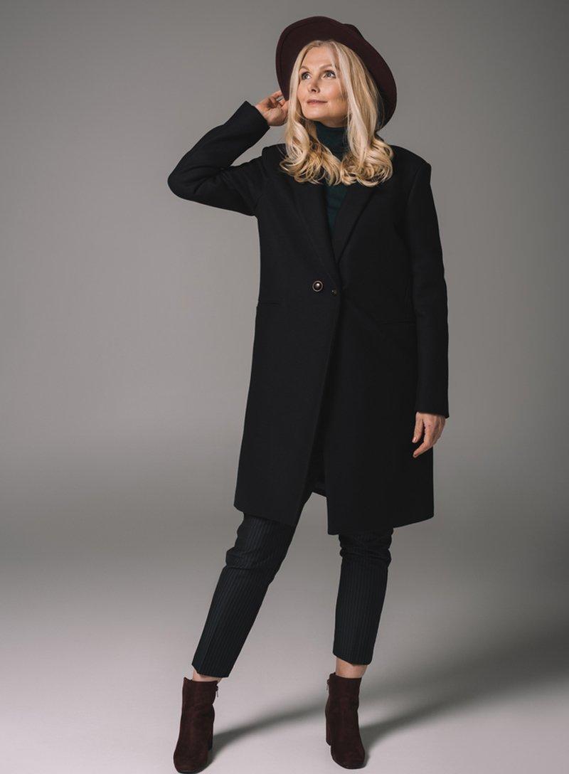 черный цвет в одежде для женщин