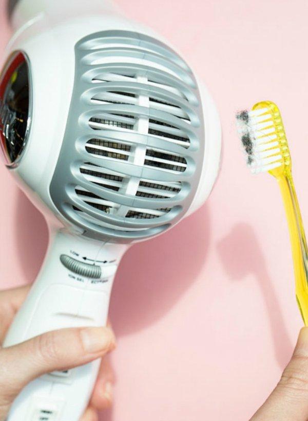 очищение поверхностей зубной щеткой
