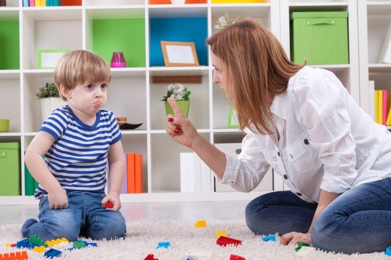 что делать, если ребенок не слушается в 8 лет