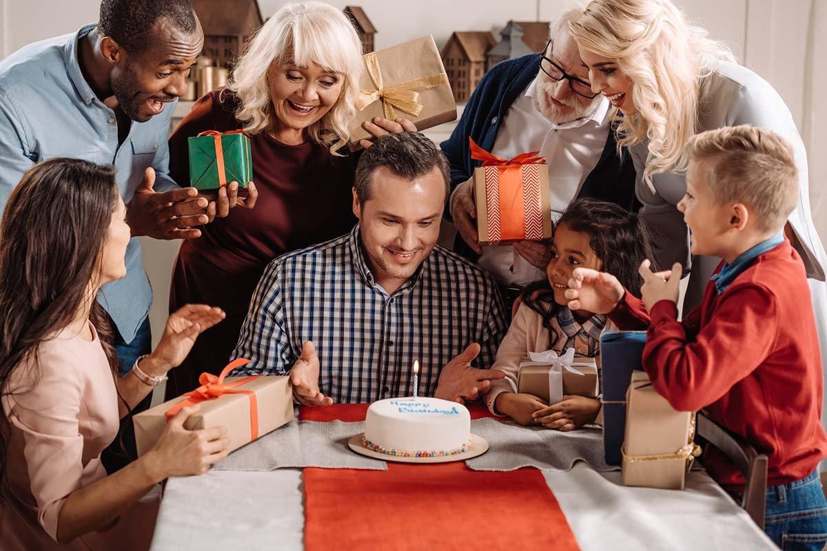 Что лучше всего подарить мужчине на День рождения