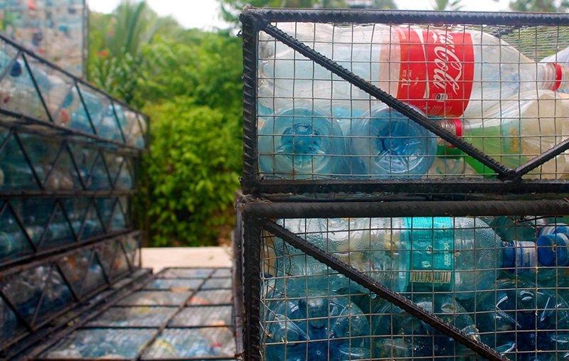 из пластиковых бутылок для дачи