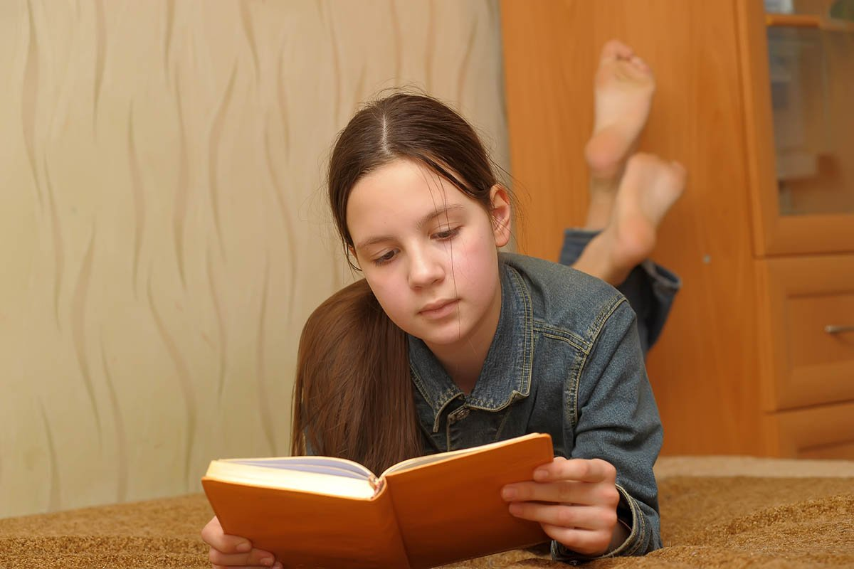 Не заставляю ребенка читать классику, как меня принуждали родители, даю другие книги